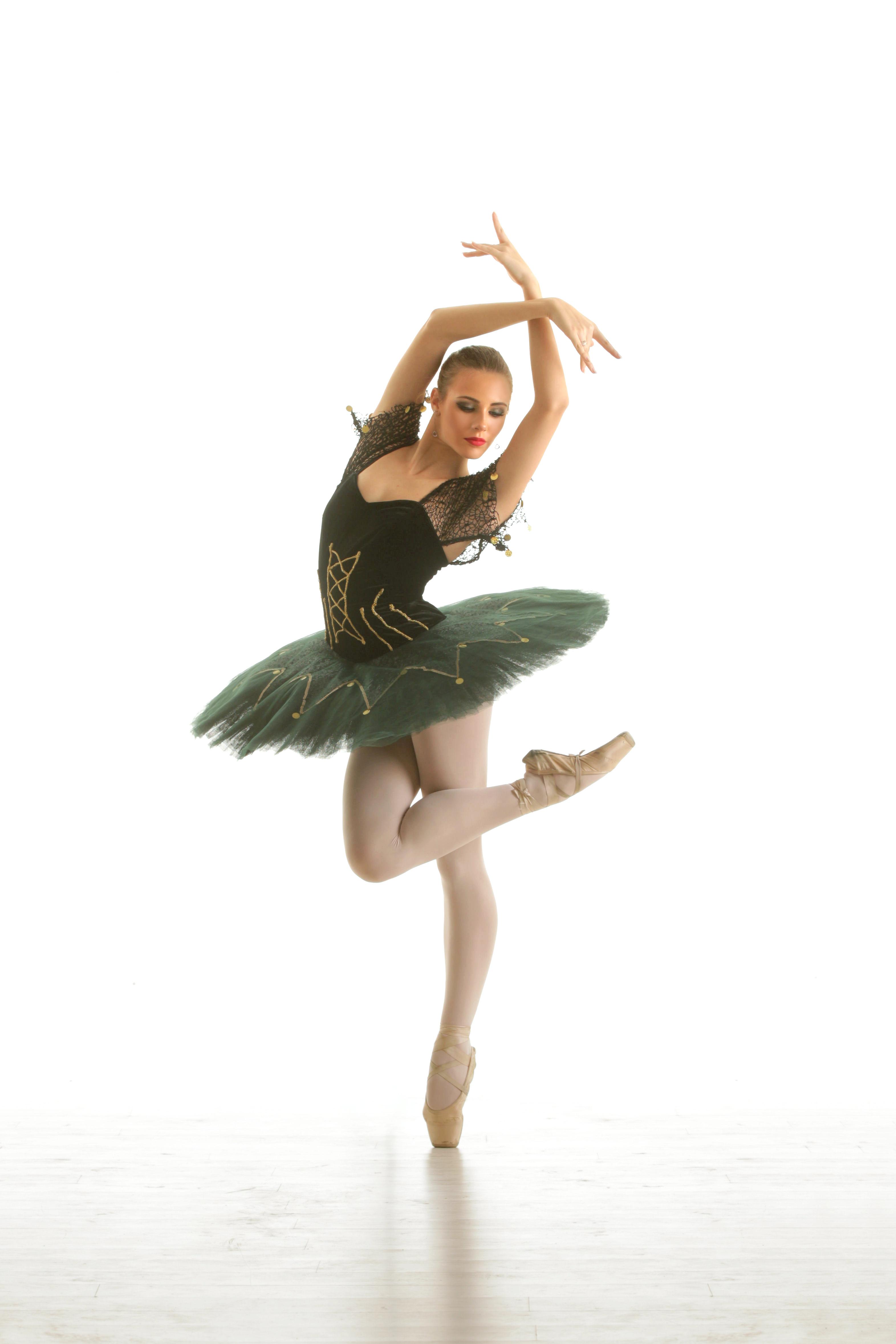 Balerina Francesca Baciu este imaginea Hotel of Ice