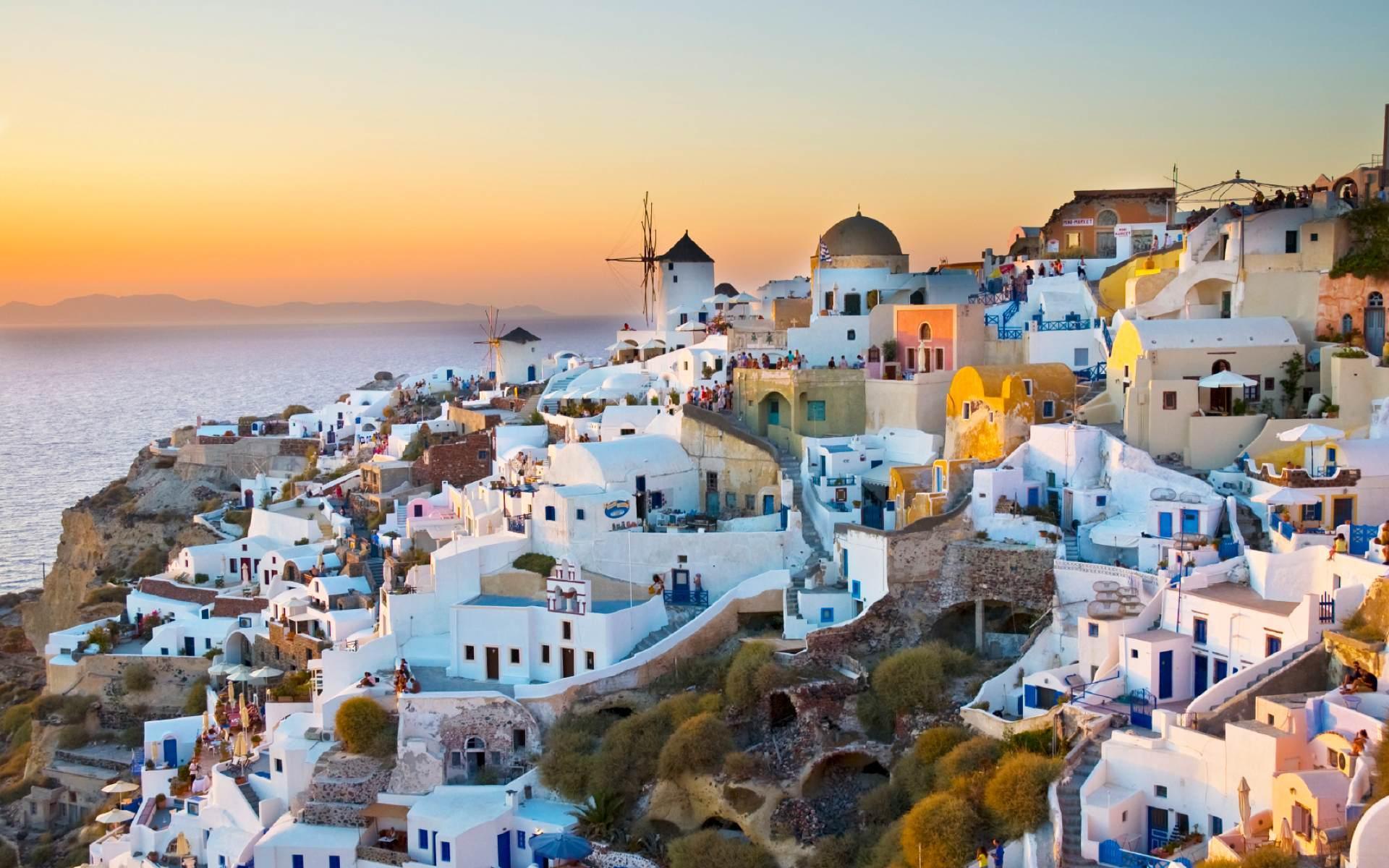 Insula romantismului şi insula distracţiei, la o oră de zbor