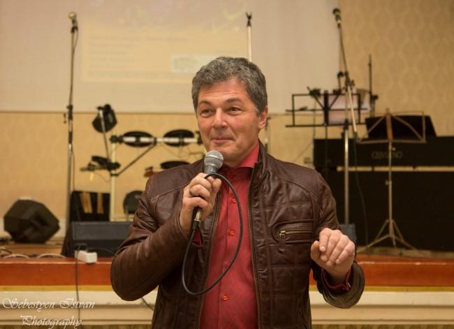 Actorul Adrian Păduraru (Declaraţie de dragoste), de data aceasta... cântând.