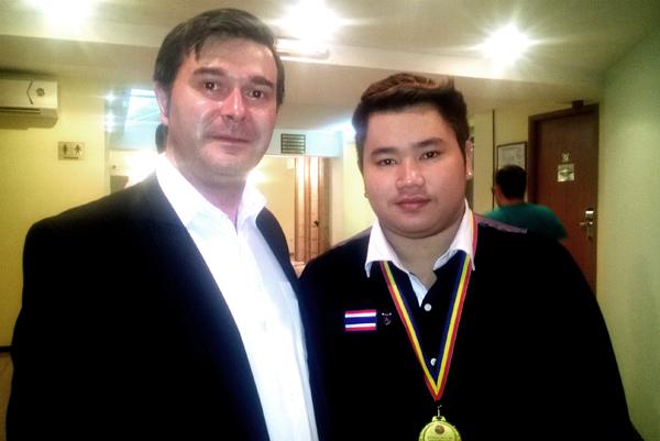 Alături de thailandezul Boonyarit Keattikun, campion mondial Under 21 la doar 19 ani!