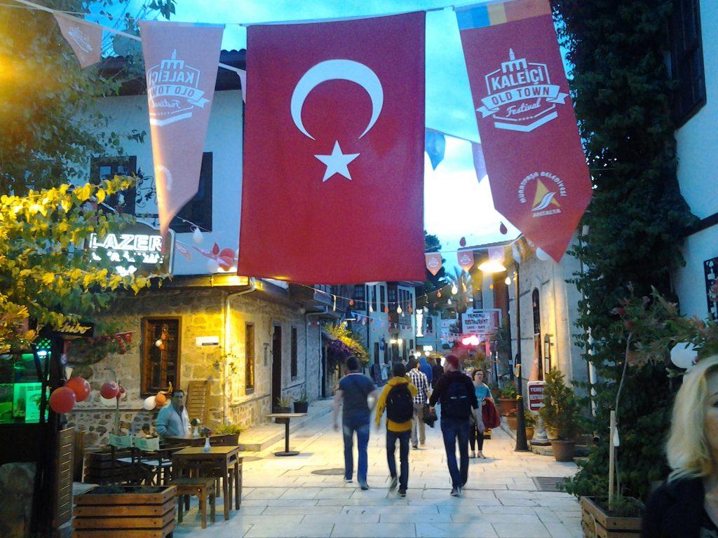 Oraşul vechi al Antalyei, plin de viaţă şi recent restaurat.