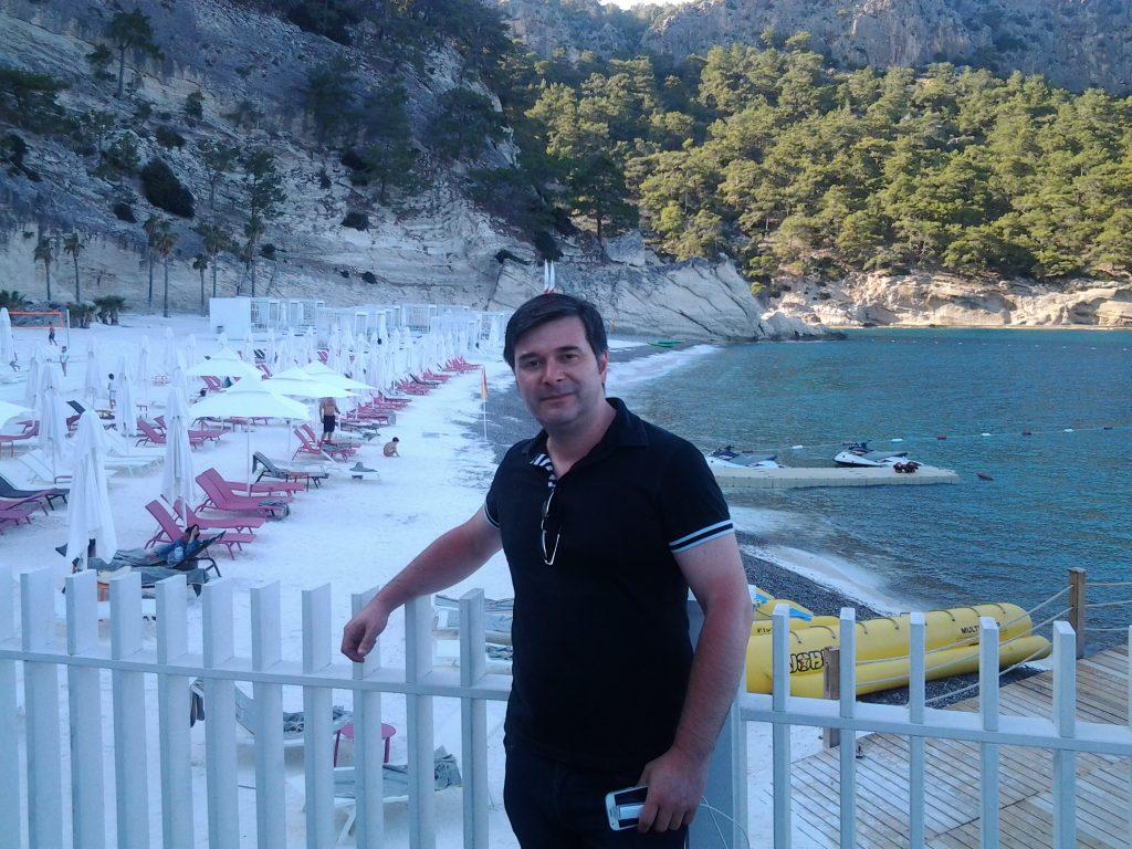 Plajă cu nisip alb, artificial, la Maxx Royal Kemer... Ireal...