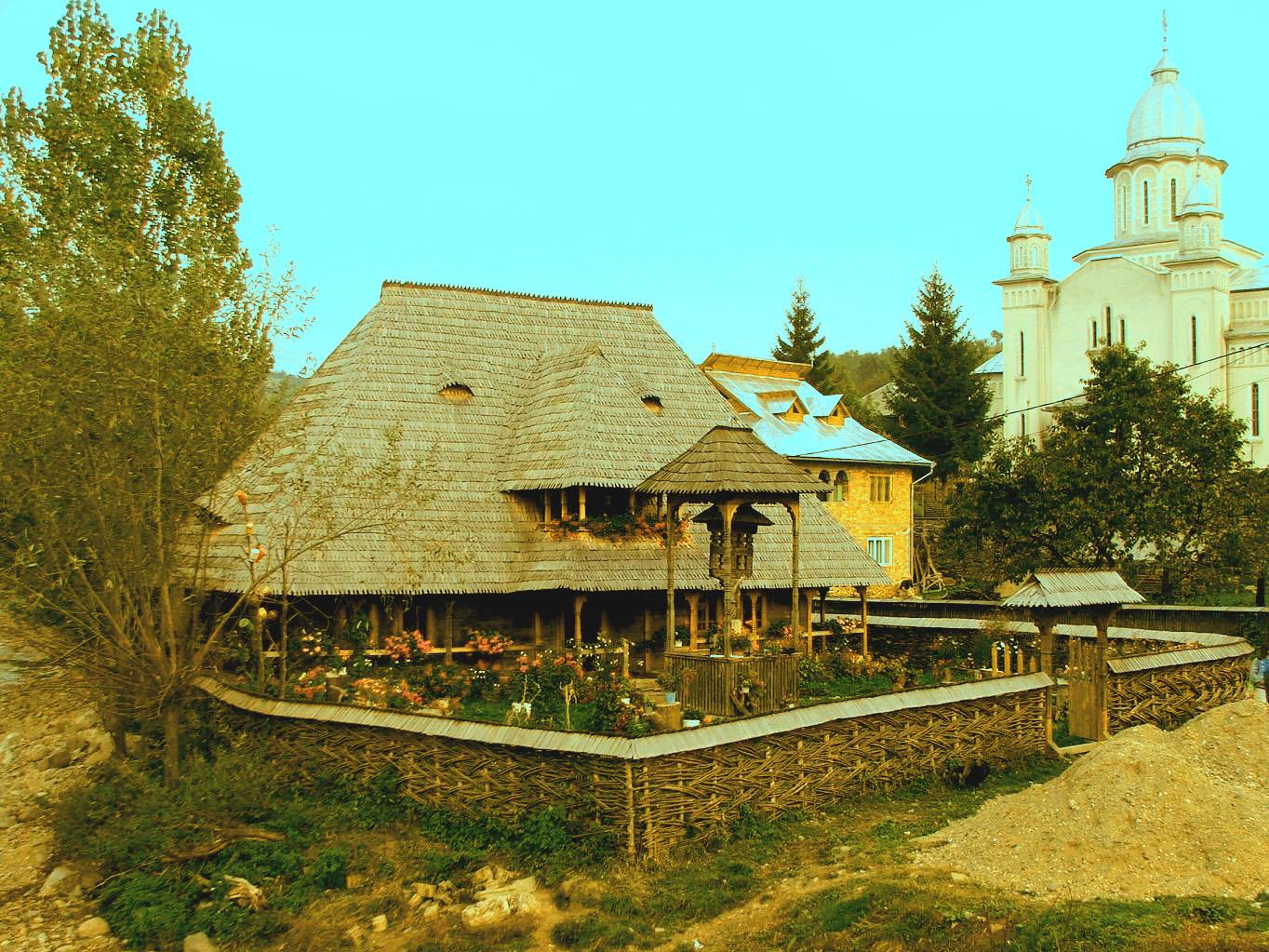 Botiza, Maramureş: pensiunea Casa Berbecaru şi biserica nouă (România – o fotografie şi o poveste / 46)