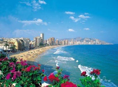Vara asta se poartă Costa Blanca